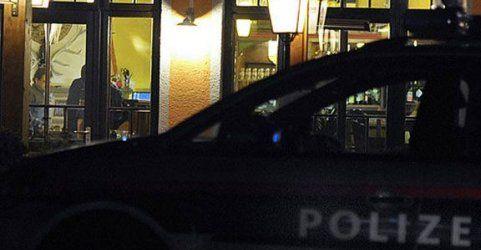 Männer belästigten Gäste auf Party: Festnahmen & Verletzte