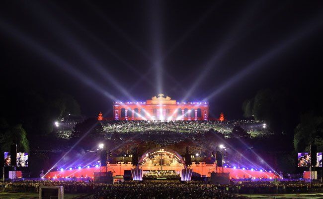 Faymann beim Sommernachtskonzert: Eröffnung der Wiener Festwochen 2015