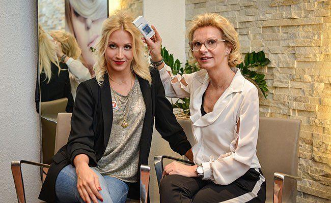 TV Profitänzerin Kathrin Menzinger mit Strassl Exklusiv Expertin Andrea Hubatschek