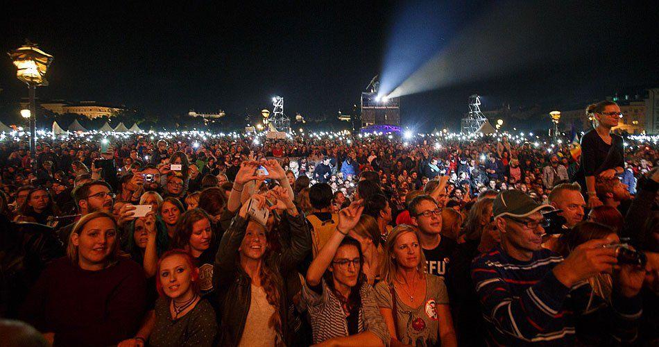Beim Voices for Refugees Konzert am Heldenplatz