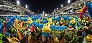 Sambaschulen begeisterten mit opulenter Show in Rio