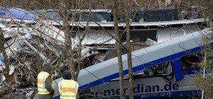 Zugsunglück in Bayern: Ursache noch unklar – Zehn Tote, 80 Verletzte