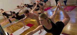 Yoga gegen Büro-Job-Leiden: Die besten Videos von Yoga-Ikone Tara Stiles