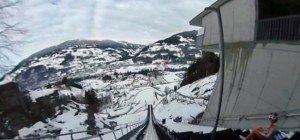Der Sprung von der Skisprungschanze mit der 360°-Kamera