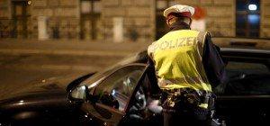 Alko-Lenkerin ohne Führerschein verletzt Polizisten