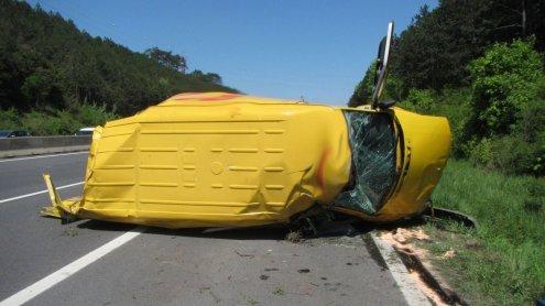 Klein-LKW auf A2 Richtung Wien umgekippt: Fahrer wurde verletzt