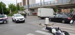 18-Jähriger Motorradfahrer bei Kollision in Simmering schwer verletzt