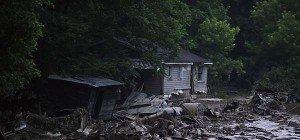 24 Fluttote im Osten der USA – Waldbrände im Westen