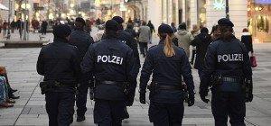 Mann bedrohte drei Passanten auf offener Straße in Wien-Josefstadt