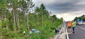 Wiener PKW von A2 abgekommen und in Waldstück geschleudert