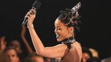 Rihanna bestellt Pizza für wartende Fans