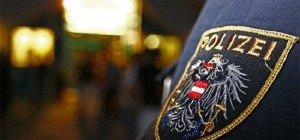 Polizisten auf der Wiener Wiesen mit Faustschlägen attackiert