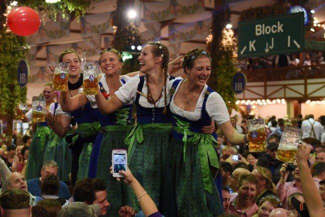 Ausgelassene Stimmung beim Oktoberfest in München.