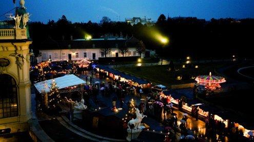 Weihnachtsdorf vor dem Schloss