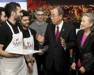 """Ban Ki-moon bei Besuch in Wiener """"Flüchtlingslokal"""": """"Baut keine neuen Mauern"""""""