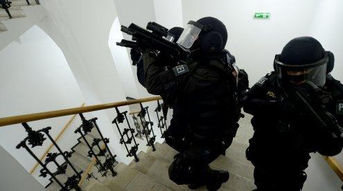 WEGA- und Cobra-Einsatz wegen Streit und Bedrohung mit Pistole