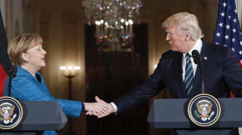 Erstes Treffen: Trump und Merkel betonen Wichtigkeit der NATO