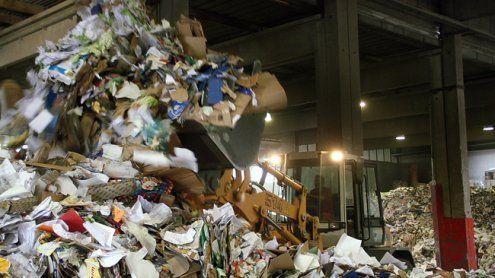 Toter in Müll entdeckt: Obduktion ergab schwere Halsverletzung
