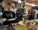 "Ramadan feiern in Wien: ""Baklava für alle"" am Reumannplatz"