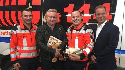 Gregor Seberg dankt Sanitätern nach Hausgeburt seines Sohnes