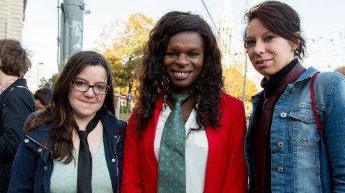 Mit Krawatte gegen die Gehalts-schere: Aktion zum Equal Pay Day
