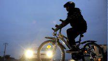 60 Radfahrer fahren quer durch Wien-Floridsdorf