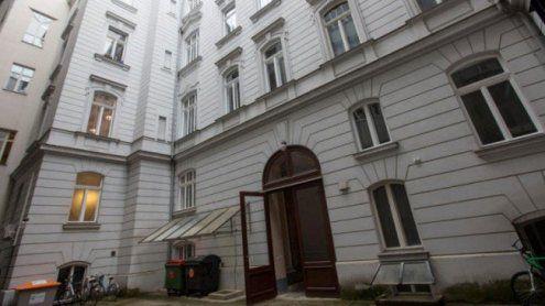 Bankerin von Terrasse gestürzt: Witwer wegen Mordes angeklagt