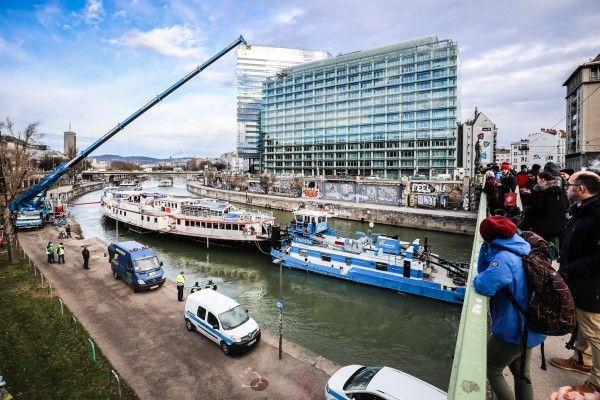 "Wiener Donaukanal: ""Johann-Strauss""-Schiff wurde abgeschleppt"