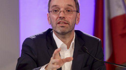 Kickl hält an seiner Idee von Asyl-Grundversorgungszentren fest