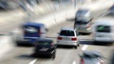 A23: LKW schleuderte PKW gegen Betonwand