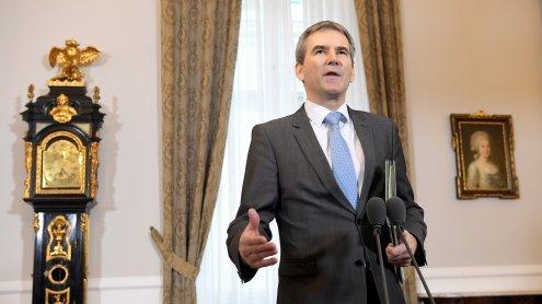 """Budgetrede von Minister Löger: 2018/19 soll """"Nulldefizit"""" bringen"""