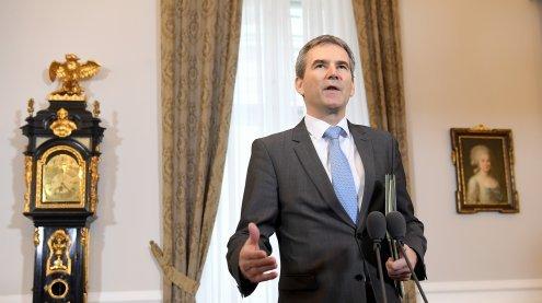 Löger präsentiert Budget: Hofer und Blümel sind hochzufrieden