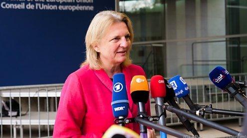 Karin Kneissl traf UNO-Syrien-Vermittler De Mistura in Moskau