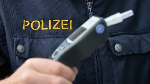 Bei Fahrzeug-Kontrolle wurde Polizisten die Waffe entwendet