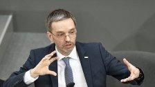 Opposition & Regierung streiten über Datenschutz