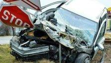 Pkw prallt gegen Bus: Ein Todesopfer, viele Verletzte