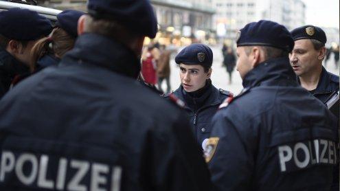 Jugendliche wollten Polizisten in Zivil Drogen verkaufen: Attacke