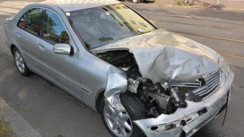 Pkw-Fahrer wollte Foto schießen: Auffahr-Unfall forderte Verletzte