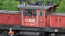 Wien-Simmering: Feuer in ausrangierten ÖBB-Zügen